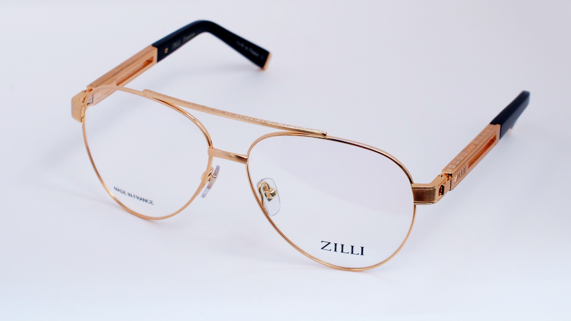 50bd1525429 A characteristic motif of the silk linings of the ZILLI jackets